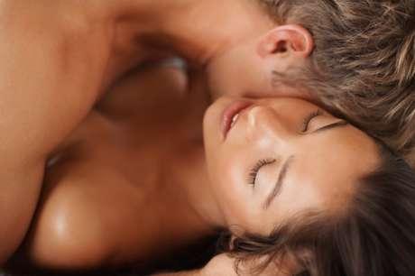 Todas tenemos nuestro truquitos particulares para vernos, sentirnos y actuar sexi. Te compartimos algunas técnicas que sin duda excitarán a tu pareja.<br />