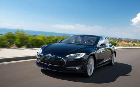 A Tesla aposta no modelo S, com preço mais acessível - cerca de US$ 50 mil com incentivo fiscal nos EUA