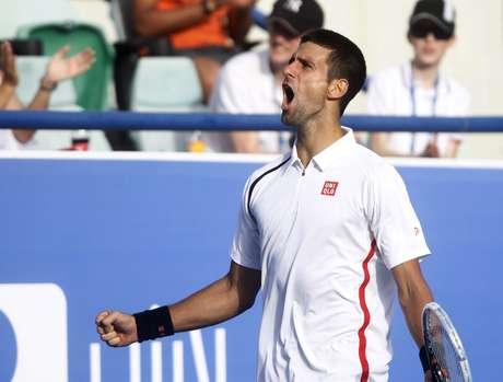 Novak Djokovic vibra com vitória sobre o espanhol David Ferrer