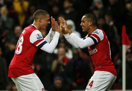 Arsenal's Theo Walcott (R) celebrates his third goal against Newcastle United by doing a dance routine with Kieran Gibbs during their English Premier League soccer match at The Emirates stadium in London December 29, 2012. REUTERS/Eddie Keogh