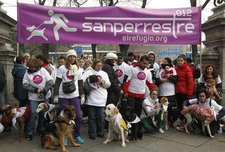La II edición de la 'Sanperrestre', la carrera popular para madrileños con sus perros, se ha disputado este domingo a las 11 horas desde la entrada principal del Ayuntamiento de Madrid, situada en la plaza de Cibeles.