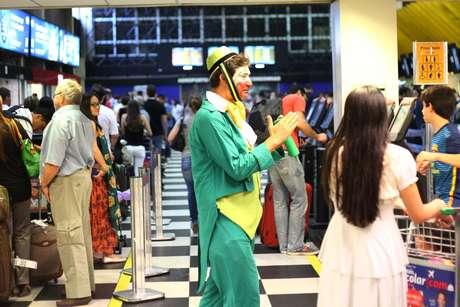 Passageiros enfrentam filas enormes para fazer check-in no Aeroporto de Congonhas, na manhã deste domingo, em São Paulo (SP)