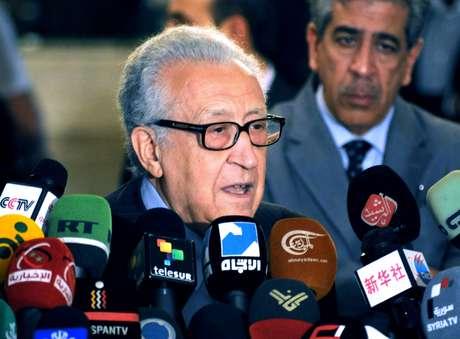 """El enviado de la ONU Lajdar Brahimi señaló que sin una solución política el país se convertiría en un """"infierno"""""""