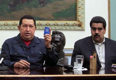 Hugo Chávez, presentó nuevas complicaciones por el cáncer que padece y su estado de salud es delicado, a casi tres semanas de haber sido operado por cuarta vez.