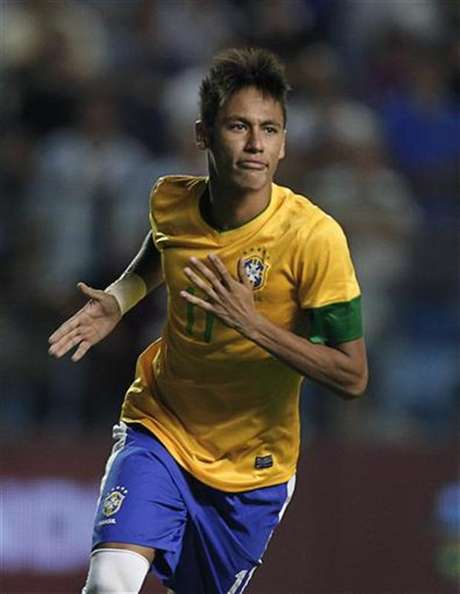 <p>Barcelona recognized the team's interest in signing the Brazilian star when he is ready to leave Santos.</p>