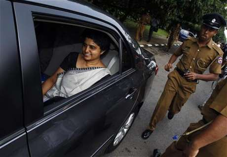 Chief Justice Shirani Bandaranayake (L) arrives at the parliament to appear before a Parliamentary Select Committee (PSC), appointed to look into impeachment charges against her, in Colombo, November 23, 2012.