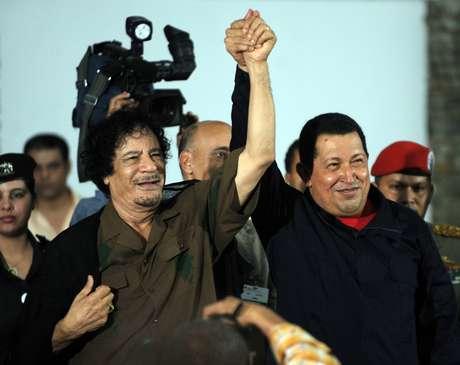 Chávez recebe o então líder líbio, Muammar Kadafi, que visitou a Venezuela pela primeira vez em setembro de 2009