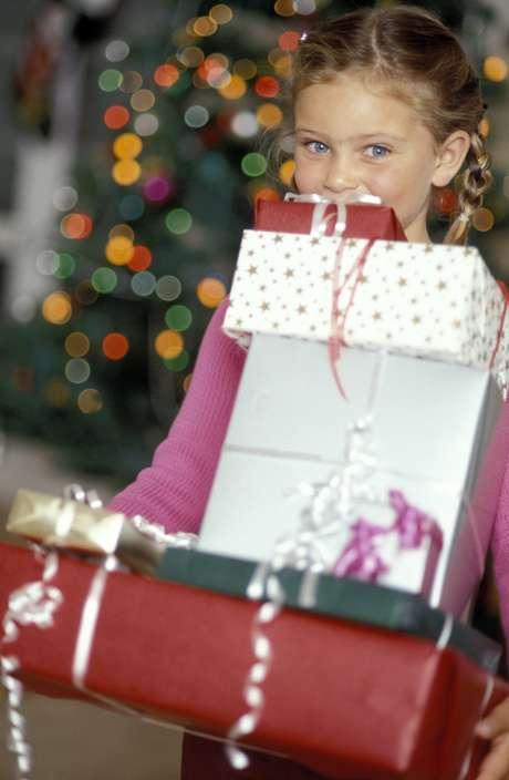 La época de regalos genera mucha ansiedad en los niños, por eso es importante que los padres los ayuden a elegir el obsequio adecuado.