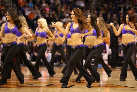 Beautiful cheerleaders bid farewell to 2012 in the last weeks of the NBA.