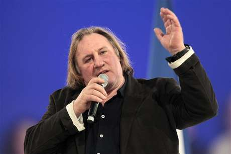 O ator francês Gérard Depardieu recebeu cidadania russa do presidente Vladimir Putin