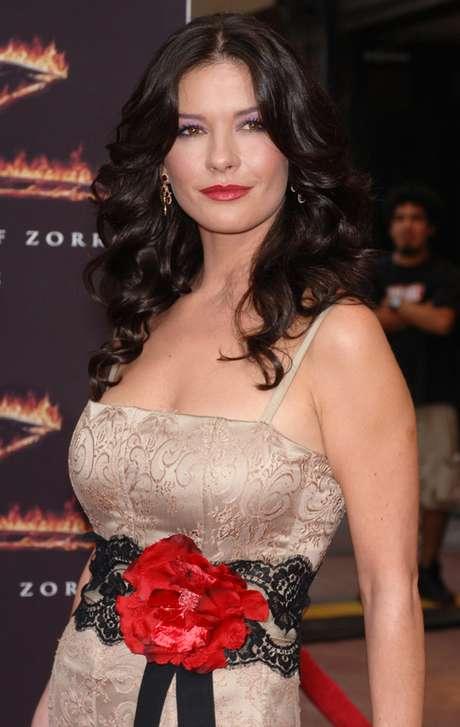 Aos 43 anos, atriz Catherine Zeta-Jones está mais bela do que nunca e pronta para dar vida à rainha egípcia Cleópatra nos cinemas