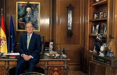 Spanish King Juan Carlos speaks during his traditional Christmas message at Zarzuela Palace in Madrid December 24, 2012.