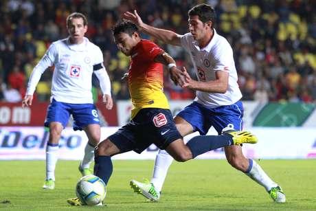 Cruz Azul empató 3-3 ante Morelia con doblete de 'Chuletita' Orozco. Monarcas ganaba en dos ocasiones y al final consiguió empatar con penalti de Rodrigo Salinas.