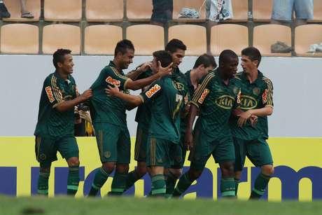 Com dois de Vinícius e dois de João Pedro, Palmeiras estreou com resultado tranquilo contra sergipanos