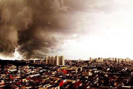 Nuvens carregadas no bairro Jabaquara, na zona sul da capital paulista