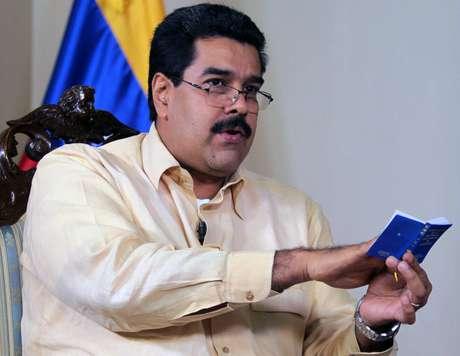 Maduro afirmou que a Constituição não obriga Chávez a assumir o novo mandato em 10 de janeiro
