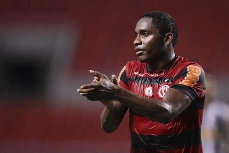 Meio-campista elogia Inter e vê transferência mais próxima
