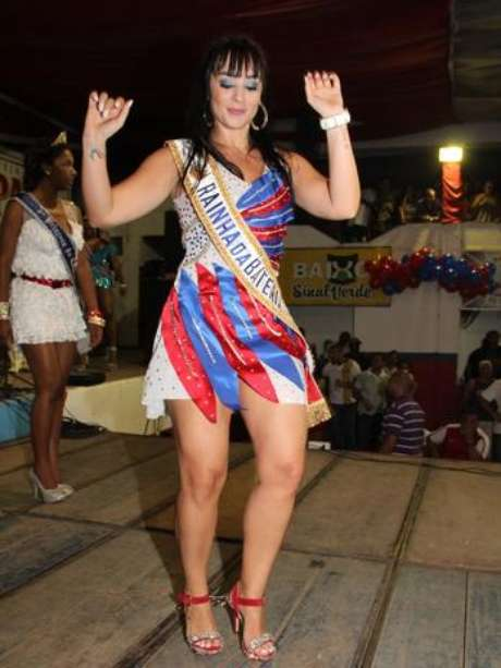 Luciana Picorelli foi Rainha de Bateria da escola em 2012 (arquivo)
