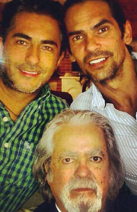 A Raúl Araiza Cadena le sobreviven sus hijos Raúl y Armando Araiza, producto de su matrimonio con la actriz Norma Herrera.