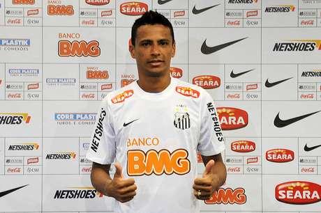 Nova marcaestampará o colarinho da camisa do Santos