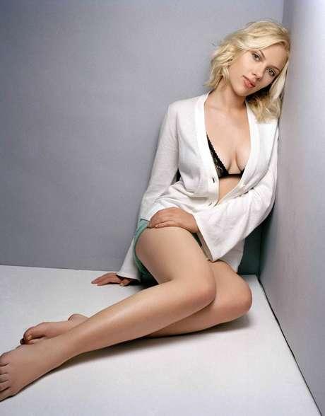 """<p style=""""line-height: 9.75pt""""><span style=""""font-family: 'Arial', 'sans-serif'; color: #5d5850; font-size: 9pt"""">Scarlett Johansson se tomó varias fotografías para su entonces esposo Ryan Reynolds. Las imágenes fueron filtradas en la red y difundidas en cuestión de minutos. La actriz de 'The Avengers', aseguró meses después de todavía se sentía avergonzada por lo sucedido. <o:p></o:p></span></p>"""