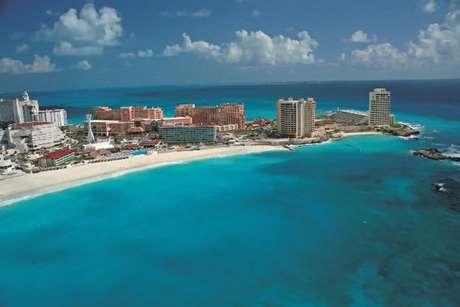 Vista aérea mostra plano geral de Cancun, meca do turismo mexicano e destino de alta procura por parte de brasileiros