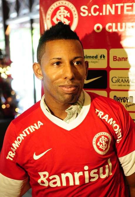 <p>Vitor Júnior foi liberado pelo Inter</p>