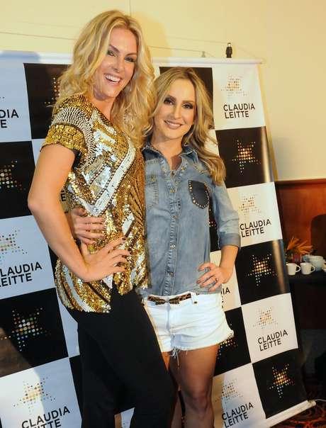 A cantora recebeu Ana Hickmann nos bastidores