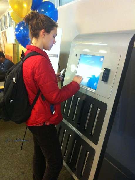 Máquina automática disponibiliza 12 notebooks, 24 horas dia, e gratuitamente