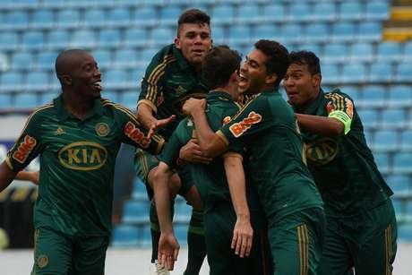 Palmeiras demorou, mas conseguiu festejar a vitória e a classificação