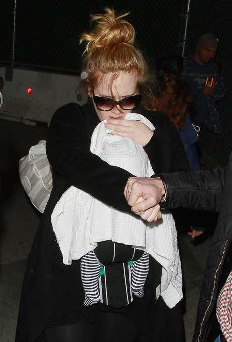 """Adele já tinha sido vista usando um colar em que se lia """"Angelo"""""""