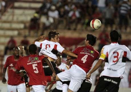 O vexame do dia foi o Flamengo, que não passou de um empate por 2 a 2 com o América-SP em São José do Rio Preto e acabou no segundo lugar do Grupo E, já eliminado