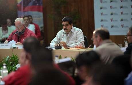 El vicepresidente venezolano, Nicolás Maduro (centro), durante un acto de la Misión Vivienda en la sede de Petróleos de Venezuela (PDVSA) en Caracas.