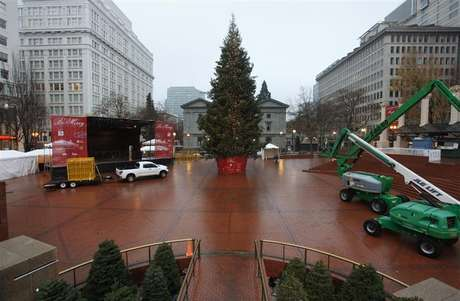 The Christmas tree, target of Somali-born Osman Mohamud, is seen in Pioneer Courthouse Square in Portland, Oregon, November 27, 2010.