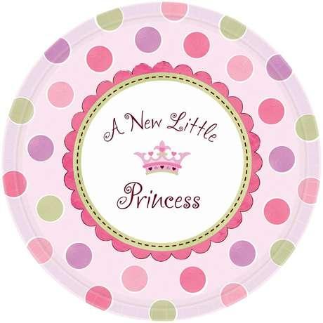 La familia de Kate Middleton se dedica a vender cotillón y planes para fiestas de cumpleaños, babyshower y otras celebraciones. Tras el anuncio del embarazo de Kate, la tienda Partypieces.com ( de la que son dueños) lanzó la colección Little Princess, Little Prince.