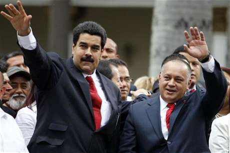 Venezuelan Vice President Nicolas Maduro (L) arrives with National Assembly President Diosdado Cabello during the assembly inauguration in Caracas January 5, 2013.