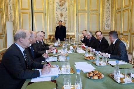 O presidente francês, François Hollande, se reuniu nesta segunda-feira com um conselho de defesa no Palácio do Eliseu, em Paris