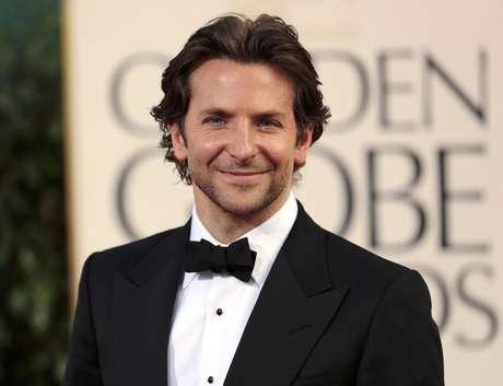 El porte, la sonrisa y los ojos de Bradley Cooper es lo que hizo a las mujeres suspirar cuando lo vieron desfilar por la alfombra roja de los Golden Globes