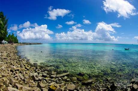 <b>Atol de Funafati, Funafati, Tuvalu</b><br />O atol de Funafati éum atol feito de uma estreita faixa de terra que circunda uma lagoa de 18 km de comprimento e 14 km de largura. O atol forma a capital de Tuvalu, com uma população de cerca de 5 mil habitantes que vivem em um pequeno paraíso de águas cristalinas e areias brancas