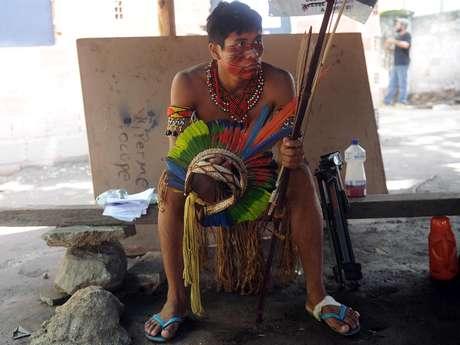 Prédio e terreno onde índios vivem no entorno do Maracanã estão envolvidos em disputa judicial