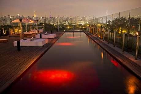 Quem não vai viajar, pode aproveitar para ver a cidade por outros ângulos, como um pôr-do-sol no Hotel Unique