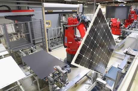 Los paneles solares o las baterías de los coches eléctricos e híbridos alimentan su eficiencia a base de estos componentes cuyo suministro no está garantizado.