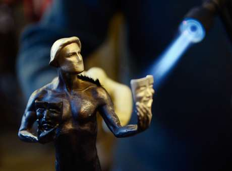Latinos preparan estatuillas para los SAG Awards 2013