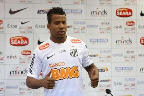 Apresentado nesta quinta-feira, Guilherme Santos diz que topa revezamento com Léo