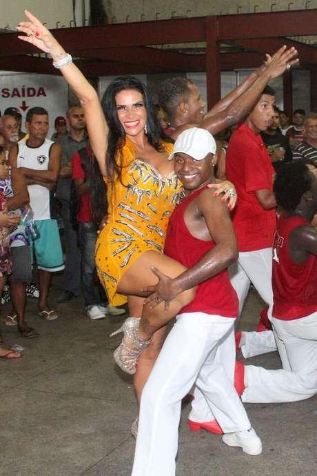 Solange Gomes aproveitou a noite de quarta-feira (16)
