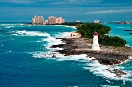 Paisagens exuberantes e nado com golfinhos são diferenciais do arquipélago das Bahamas
