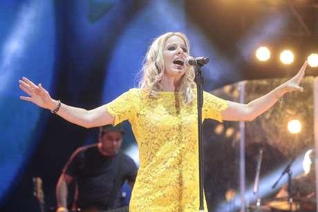 Paula Toller durante show da banda carioca, realizado na noite desta quinta-feira (18)