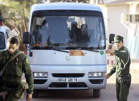 Las autoridades transportaron a algunos de los rehenes que salieron con vida.