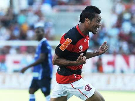 Com dois gols de Hernane, Flamengo estreia no Campeonato Carioca com vitoria por 2 a 0 sobre o Quissamã