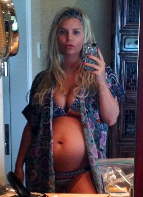 Simpson muestra la barriga de su segundo embarazo. Estaría esperando un varón, según radar online